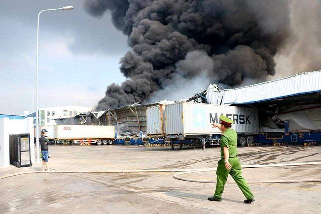 Cháy cực lớn trong khu công nghiệp Sóng Thần 2 - 6
