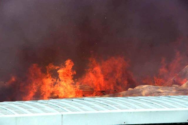 Cháy cực lớn trong khu công nghiệp Sóng Thần 2 - 2