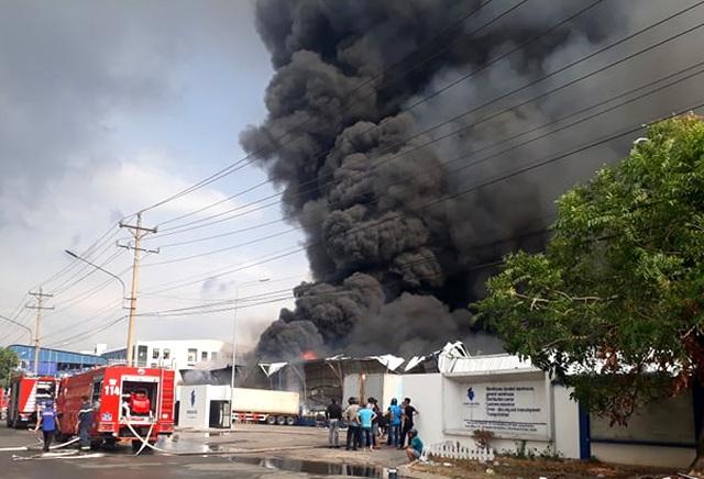 Cháy cực lớn trong khu công nghiệp Sóng Thần 2 - 1