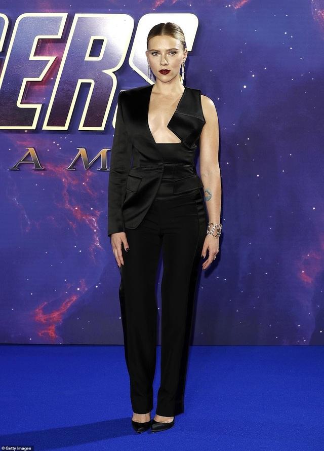 Scarlett Johansson khoe ngực căng tròn - 4