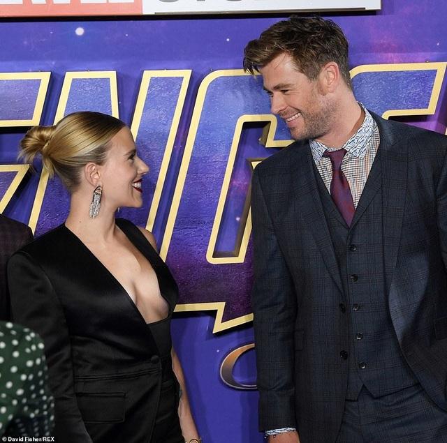 Scarlett Johansson khoe ngực căng tròn - 7
