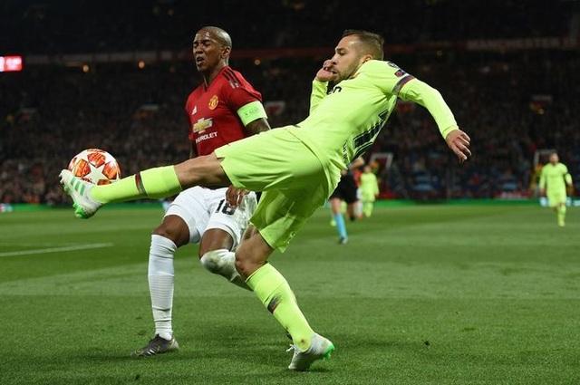 Man Utd 0-1 Barcelona: Luke Shaw phản lưới nhà - 6
