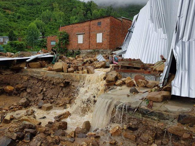 Vì sao có tình trạng xây nhà tràn lan trên núi ở Nha Trang? - 2