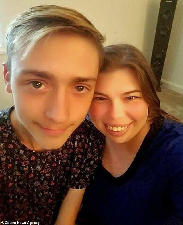 Bà mẹ 39 tuổi kết hôn với bạn thân 18 tuổi của con trai sau 2 tháng hẹn hò - 2