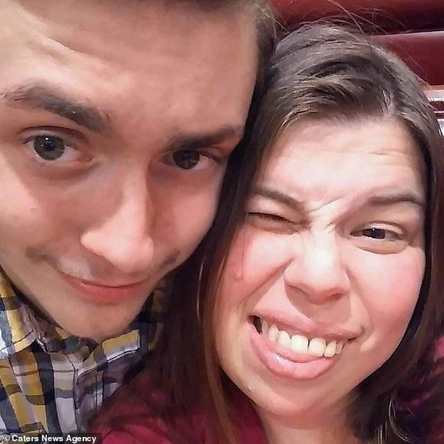 Bà mẹ 39 tuổi kết hôn với bạn thân 18 tuổi của con trai sau 2 tháng hẹn hò - 7