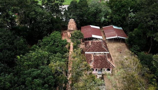 tháp cổ nghìn năm