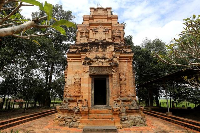tháp cổ nghìn năm.jpg