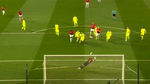 Man Utd 0-1 Barcelona: Luke Shaw phản lưới nhà - 19