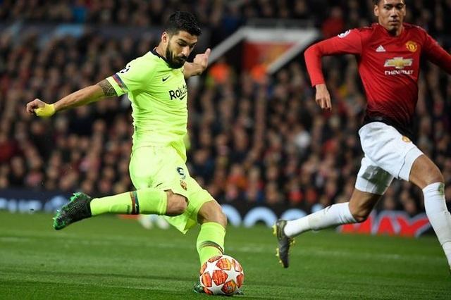 Man Utd 0-1 Barcelona: Luke Shaw phản lưới nhà - 4