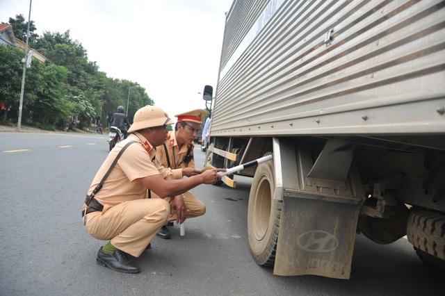 Cục CSGT ra quân xử lý xe khách vi phạm trên các tuyến đường trọng điểm - 2