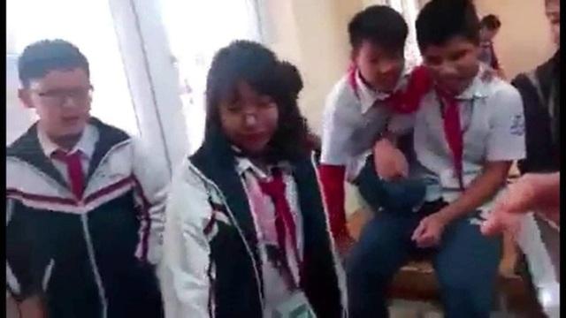 Lại xôn xao clip nữ sinh cấp 2 đánh bạn dã man ngay tại lớp - 3