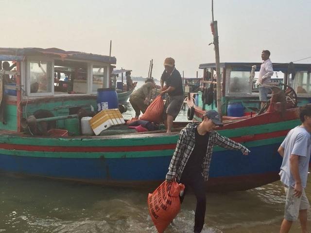 Ngư dân Hà Tĩnh phấn khởi vì trúng đậm sò lụa - 1