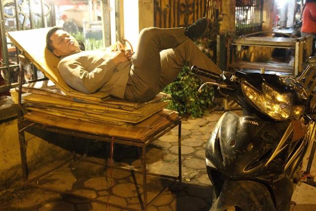Đêm không ngủ ở chợ hoa nổi tiếng Hà Nội - 10