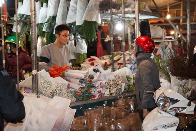 Đêm không ngủ ở chợ hoa nổi tiếng Hà Nội - 4