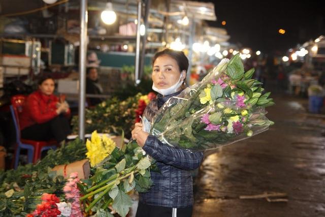 Đêm không ngủ ở chợ hoa nổi tiếng Hà Nội - 5
