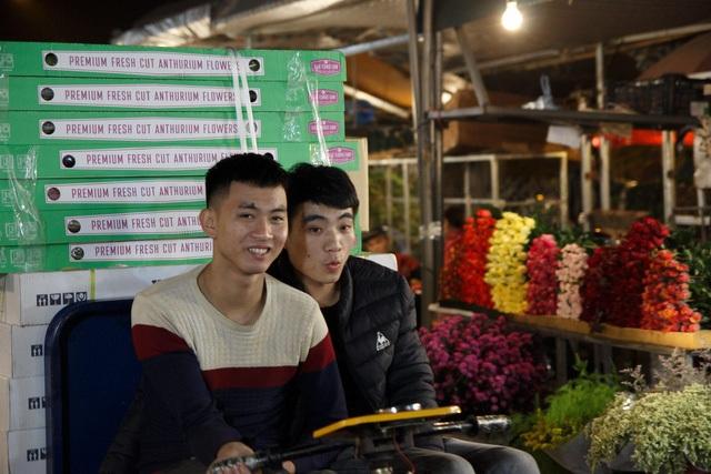 Đêm không ngủ ở chợ hoa nổi tiếng Hà Nội - 7