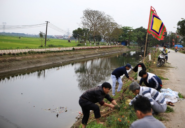 Kênh ngập rác thải biến thành đường hoa ở Hà Nội - 2