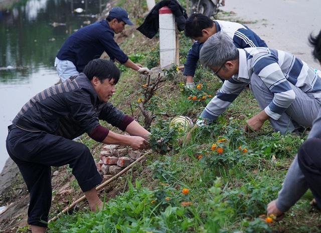 Kênh ngập rác thải biến thành đường hoa ở Hà Nội - 3