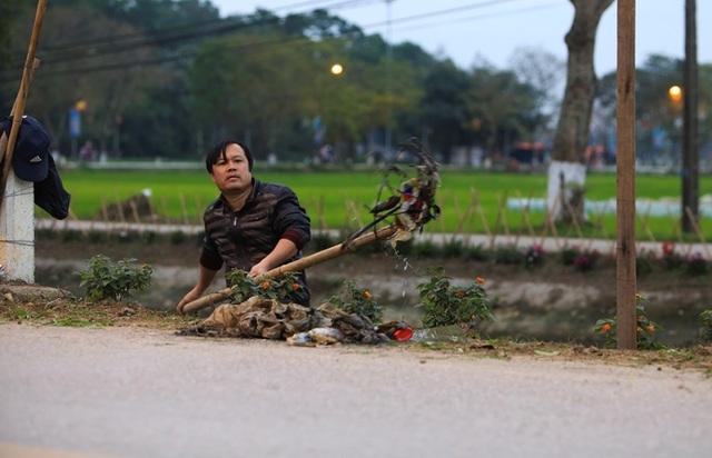 Kênh ngập rác thải biến thành đường hoa ở Hà Nội - 5