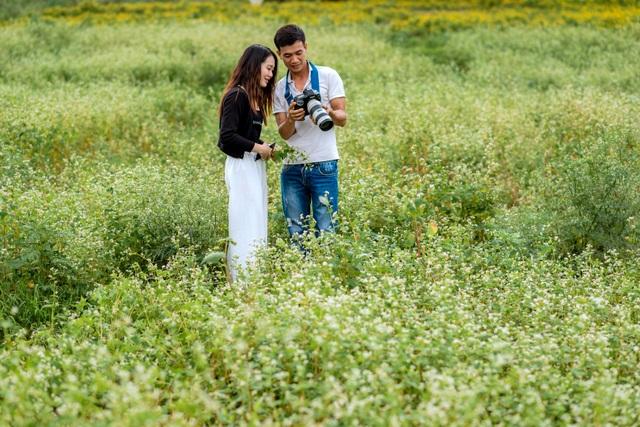 Mãn nhãn vườn hoa tam giác mạch gần 1 héc ta ở Hà Nội hút khách tham quan - 10