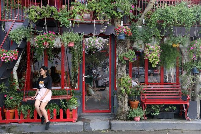 Quán cà phê hè phố theo phong cách Pháp ở Sài Gòn - 3