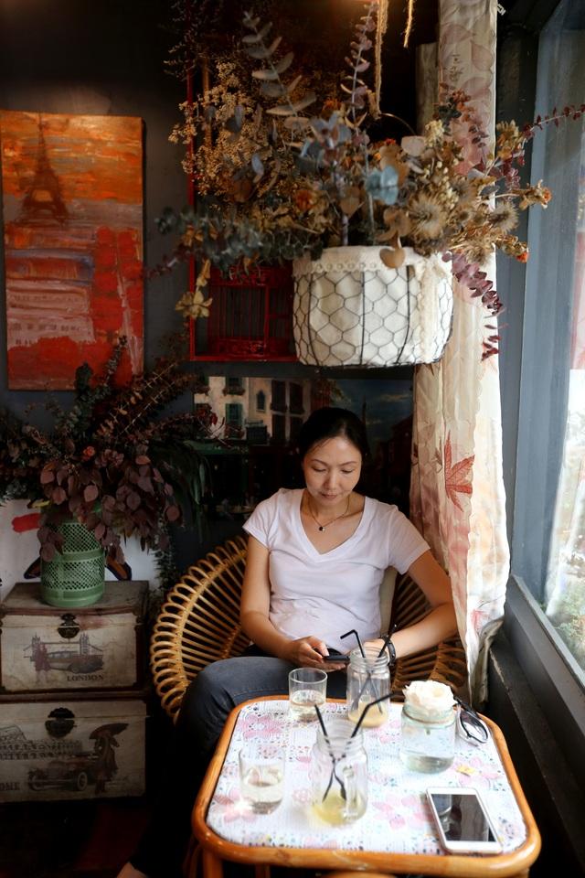 Quán cà phê hè phố theo phong cách Pháp ở Sài Gòn - 5