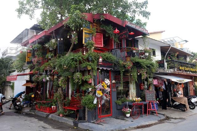 Quán cà phê hè phố theo phong cách Pháp ở Sài Gòn - 1