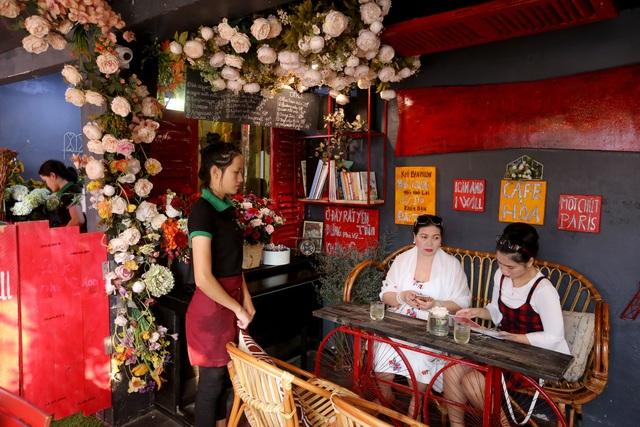 Quán cà phê hè phố theo phong cách Pháp ở Sài Gòn - 7