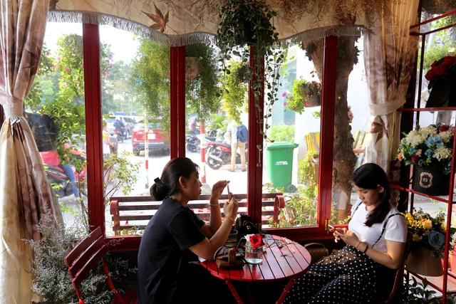 Quán cà phê hè phố theo phong cách Pháp ở Sài Gòn - 6