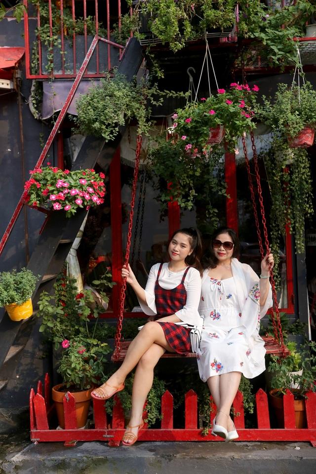 Quán cà phê hè phố theo phong cách Pháp ở Sài Gòn - 4