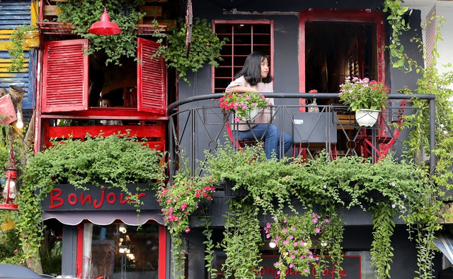 Quán cà phê hè phố theo phong cách Pháp ở Sài Gòn - 15