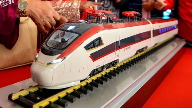 Malaysia nối lại dự án đường sắt với Trung Quốc, giảm 1/3 chi phí - 1