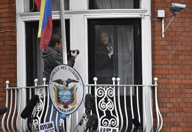 """7 năm ròng """"tá túc"""" trong Đại sứ quán Ecuador tại Anh của ông chủ WikiLeaks - 3"""