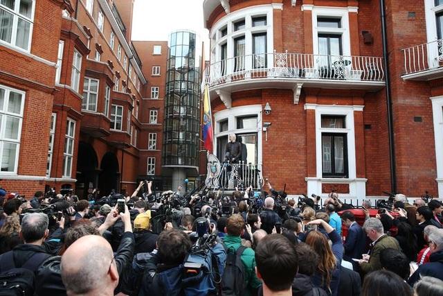 """7 năm ròng """"tá túc"""" trong Đại sứ quán Ecuador tại Anh của ông chủ WikiLeaks - 4"""