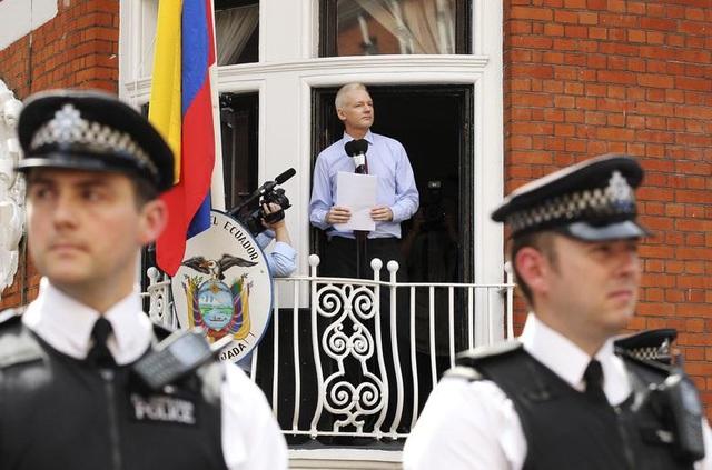 """7 năm ròng """"tá túc"""" trong Đại sứ quán Ecuador tại Anh của ông chủ WikiLeaks - 8"""