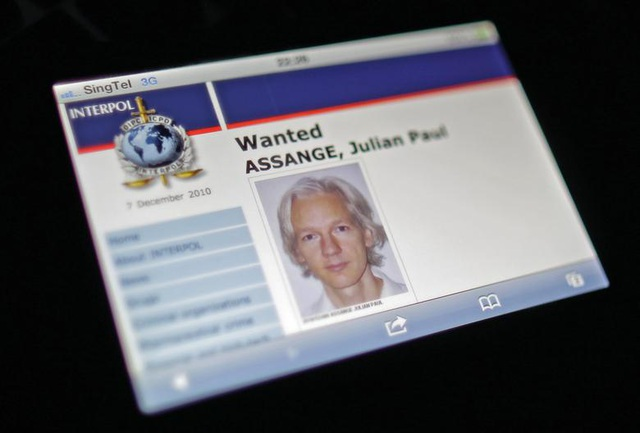 """7 năm ròng """"tá túc"""" trong Đại sứ quán Ecuador tại Anh của ông chủ WikiLeaks - 1"""