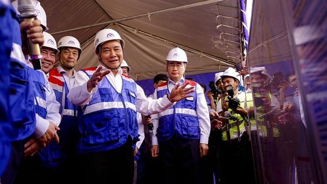 Thủ tướng Nguyễn Xuân Phúc thị sát tuyến metro số 1 của TPHCM - Ảnh minh hoạ 7