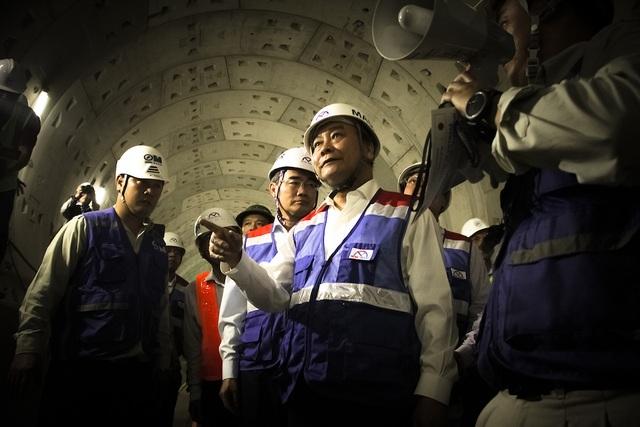 Thủ tướng Nguyễn Xuân Phúc thị sát tuyến metro số 1 của TPHCM - Ảnh minh hoạ 9