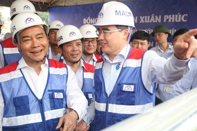 Thủ tướng Nguyễn Xuân Phúc thị sát tuyến metro số 1 của TPHCM - Ảnh minh hoạ 4