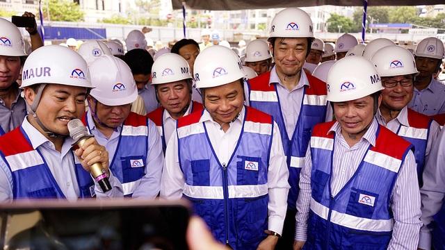 Thủ tướng Nguyễn Xuân Phúc thị sát tuyến metro số 1 của TPHCM - Ảnh minh hoạ 3