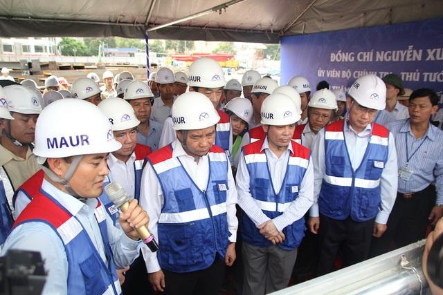 Thủ tướng Nguyễn Xuân Phúc thị sát tuyến metro số 1 của TPHCM - Ảnh minh hoạ 2