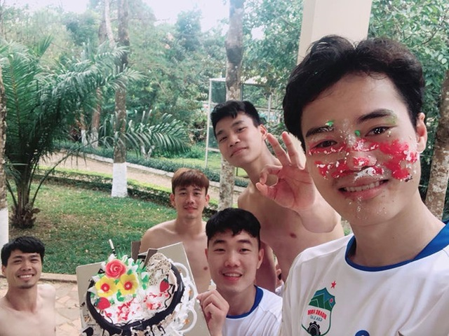 """Văn Toàn bị Xuân Trường công khai """"bóc phốt"""" vào ngày sinh nhật - 2"""