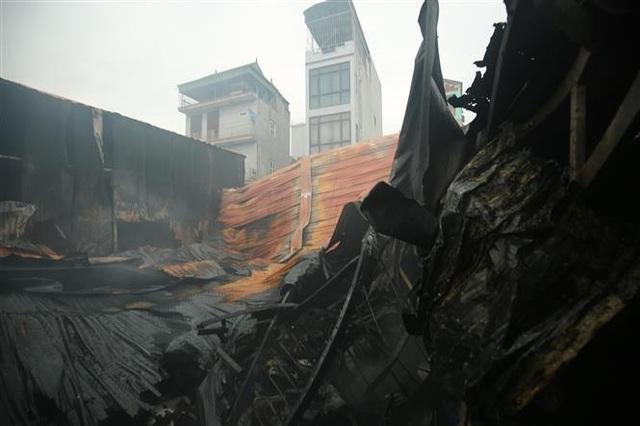 Cháy dữ dội khu nhà xưởng ở Hà Nội, ít nhất 8 người chết và mất tích - 1