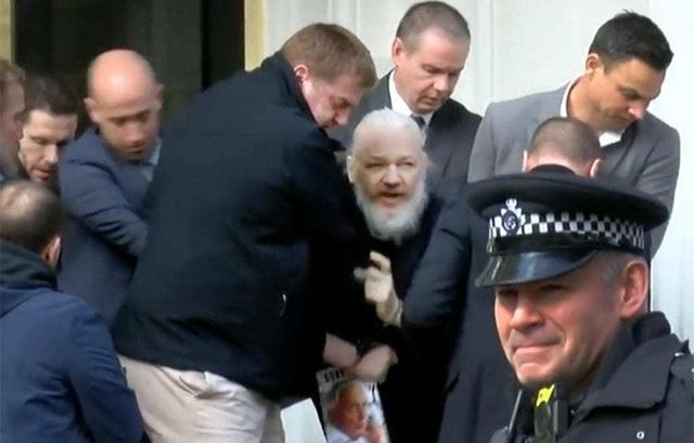 """Chiến dịch 36 giờ """"nghẹt thở"""" bắt giữ ông chủ WikiLeaks - 1"""