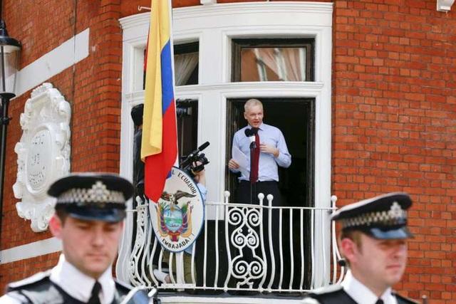 """Chiến dịch 36 giờ """"nghẹt thở"""" bắt giữ ông chủ WikiLeaks - 2"""