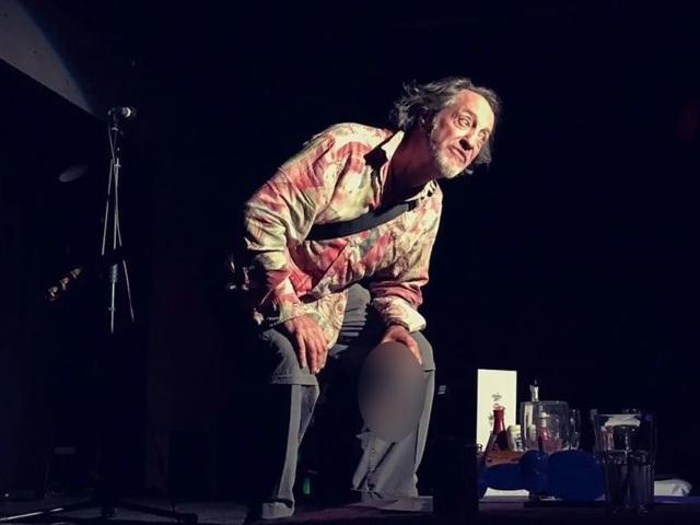 Nam diễn viên hài nói đùa về cơn đột quỵ... qua đời ngay trên sân khấu - 2
