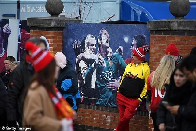 Man Utd 2-1 West Ham: Cú đúp từ chấm 11m của Pogba - 16