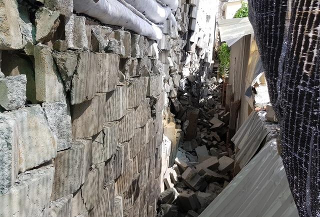 """Dân đồng ý bán đất, Sở nói kiên quyết thực hiện phương án tháo dỡ tường chắn """"khủng"""" - 7"""