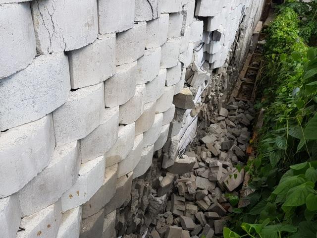 """Dân đồng ý bán đất, Sở nói kiên quyết thực hiện phương án tháo dỡ tường chắn """"khủng"""" - 4"""