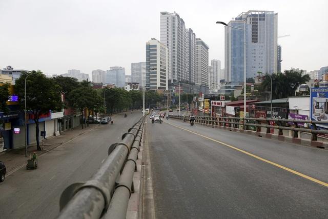 Hà Nội: Nhiều tuyến phố trung tâm vắng hoe, yên ả trong ngày đầu tiên nghỉ lễ - 1